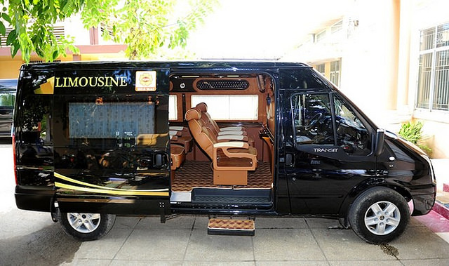 limousine dcar ford transit hà nội